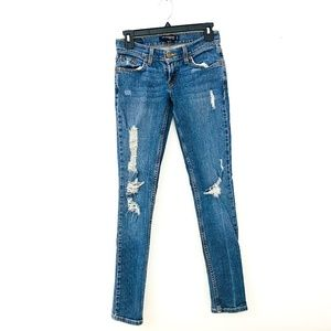 LEVIS DISTRESSED TOO SUPERLOW 524 SKINNY JEANS